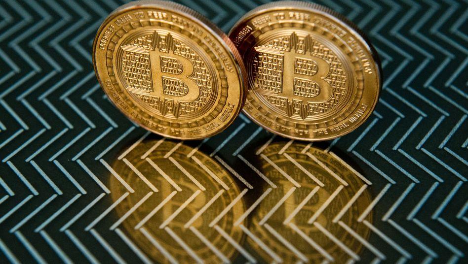 Bitcoin-Blase: Der Kurs der Kryptowährung stieg am Donnerstag zeitweise über die Marke von 16.000 Dollar - dann nahmen Investoren Geld vom Tisch