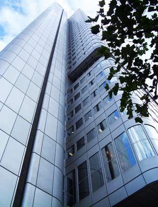 Symbolträchtiges Gebäude: Zur Eröffnung des heute nach RAF-Opfer Jürgen Ponto benannten Turms startete die Tour de France in Frankfurt
