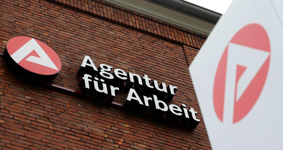 Zweigstelle der Agentur für Arbeit in Hamburg: 2,865 Millionen Erwerbslose
