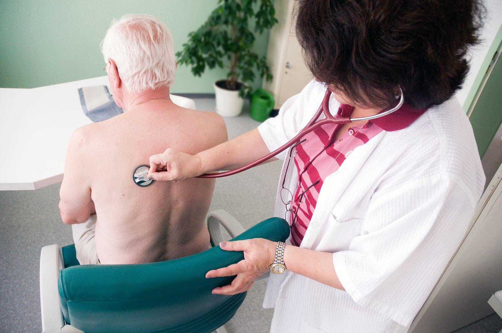 Arzt / Praxis / Arztpraxis/ Gesundheit / Patient / Hausarzt / Landarzt / Versicherungen