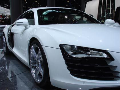 Weißer Flitzer: Der R8 vom bayerischen Autobauer Audi