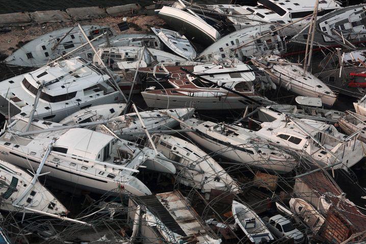 ... sah es auf manchen Inseln aus, die der Sturm zuvor im auf seinem Weg über den Atlantik verwüstet hatte, so wie hier auf der niederländischen Insel Sint Maarten