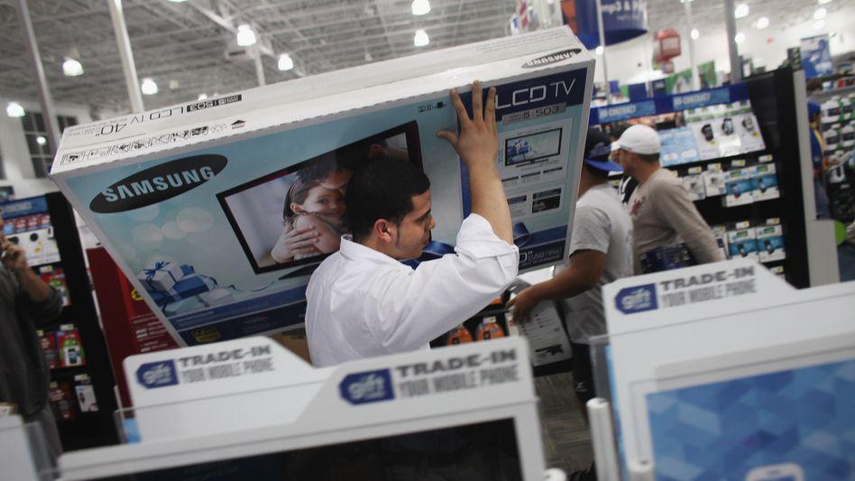 """So viel die Hände tragen: So viel Betrieb herrscht bei Best Buy (hier in Naples, Florida) nur selten - zuletzt am """"Black Friday"""", wenn Händler mit Rabatten die Preisschlacht anheizen"""