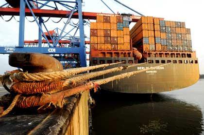 Schwaches Geschäft: Der Umschlag im Hamburger Hafen leidet unter der weltweiten Wirtschaftskrise