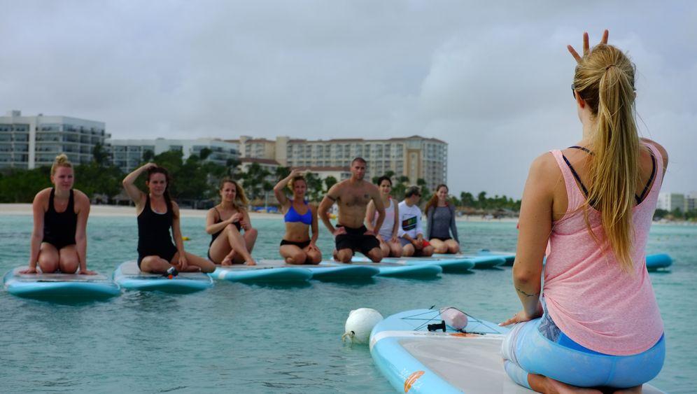 Yoga Girl Rachel Brathen: Entspannung auf dem Wasser