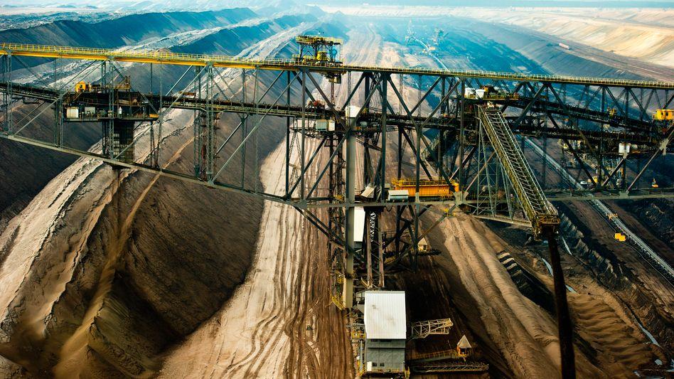 Braunkohle-Tagebau von Vattenfall in der Lausitz: Die deutsche Braunkohlesparte wird an die tschechische EPH-Gruppe verkauft. Vattenfall beschäftigt in der Lausitz rund 8000 Menschen