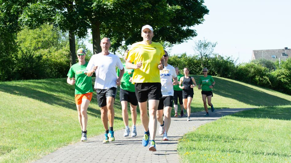 mm-Laufcoach Andreas Butz (ganz links) mit einer Trainingsgruppe