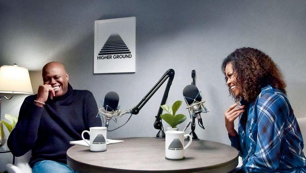 Hört! Hört!Steigende Honorare ziehen immer mehr Stars wieMichelle Obama(mit ihrem BruderCraig Robinson) ins Podcast-Geschäft
