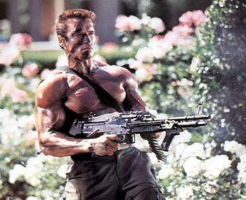 """Arnold Schwarzenegger in """"Commando"""" (1985). Es bleibt mit Spannung zu erwarten, ob er die Waffengesetze seinen Filmen angleichen wird."""