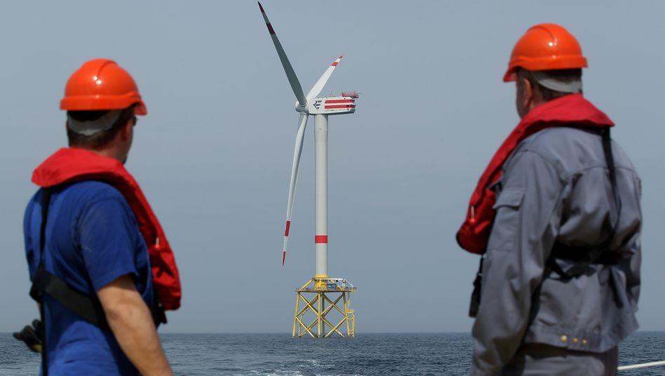 Hoffnungsträger: Offshore-Windkraftanlagen sollen Deutschland zunehmend mit sauberem mit Strom versorgen - und Investoren sichere Einnahmen bieten