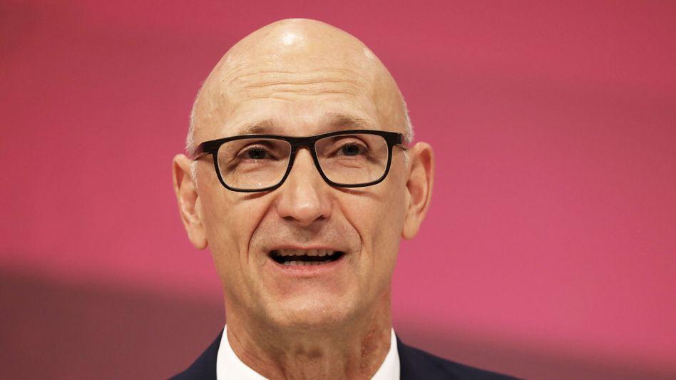 Prognose angehoben: Telekom-Chef Tim Höttges hat auf dem Kapitalmarkttag angekündigt, dass Umsatz und Gewinn stärker steigen sollen