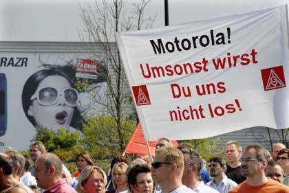 Vergeblicher Protest: Mitarbeiter von Motorola in Flensburg haben in der Vergangenheit mehrfach gegen Stellenabbau demonstriert. Jetzt wird das Werk geschlossen.