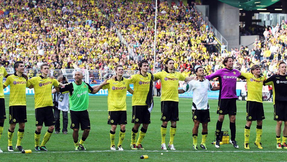 """Borussia Dortmund nach dem Sieg gegen Verfolger Hannover 96 am 2. April: """"Unser größtes Plus ist die unglaubliche Anhänglichkeit und Zuneigung unserer Fans"""""""