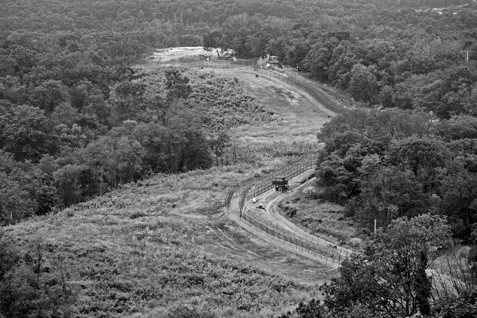 EINMALIGE VERWENDUNG DMZ, north korea borderline