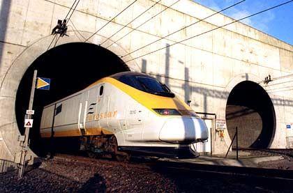 Kein Licht am Ende des Tunnels: Der Eurostar auf der französischen Seite