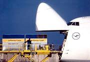 Lufthansa Cargo: Streit um hohe Überfluggebühren
