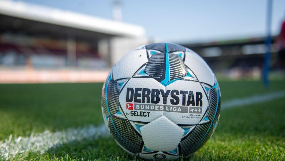 Bundesliga-Saison 2019/2020: Auf dem Rasen rollt der Spielball Derbystar, hinter den Kulissen rollt der Rubel