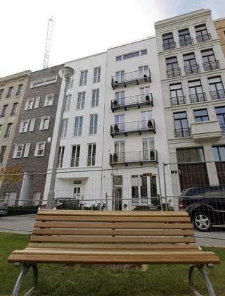 Edle Fassade: In Berlins Mitte schießen Townhouses wie dieses aus dem Boden - mit allem erdenklichen Komfort für die Bewohner