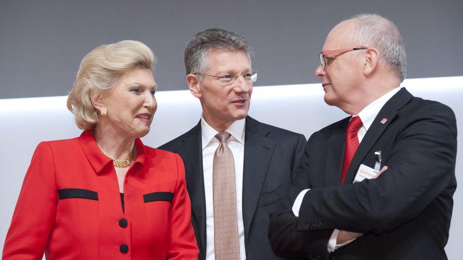 Autsch: Conti-Chef Elmar Degenhardt (Mitte) mit Großaktionärin Maria-Elisabeth Schaeffler und dem stellvertretenden AR-Chef Hartmut Meine