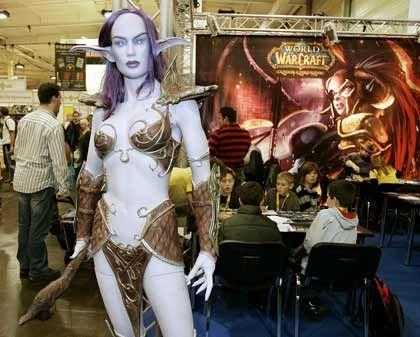 """Spielemesse in Essen: Fantasyfiguren werben für """"World of Warcraft"""""""