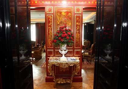 Eingangsbereich der Präsidentensuite: Panikraum und Zimmersafe hinter Geheimtüren