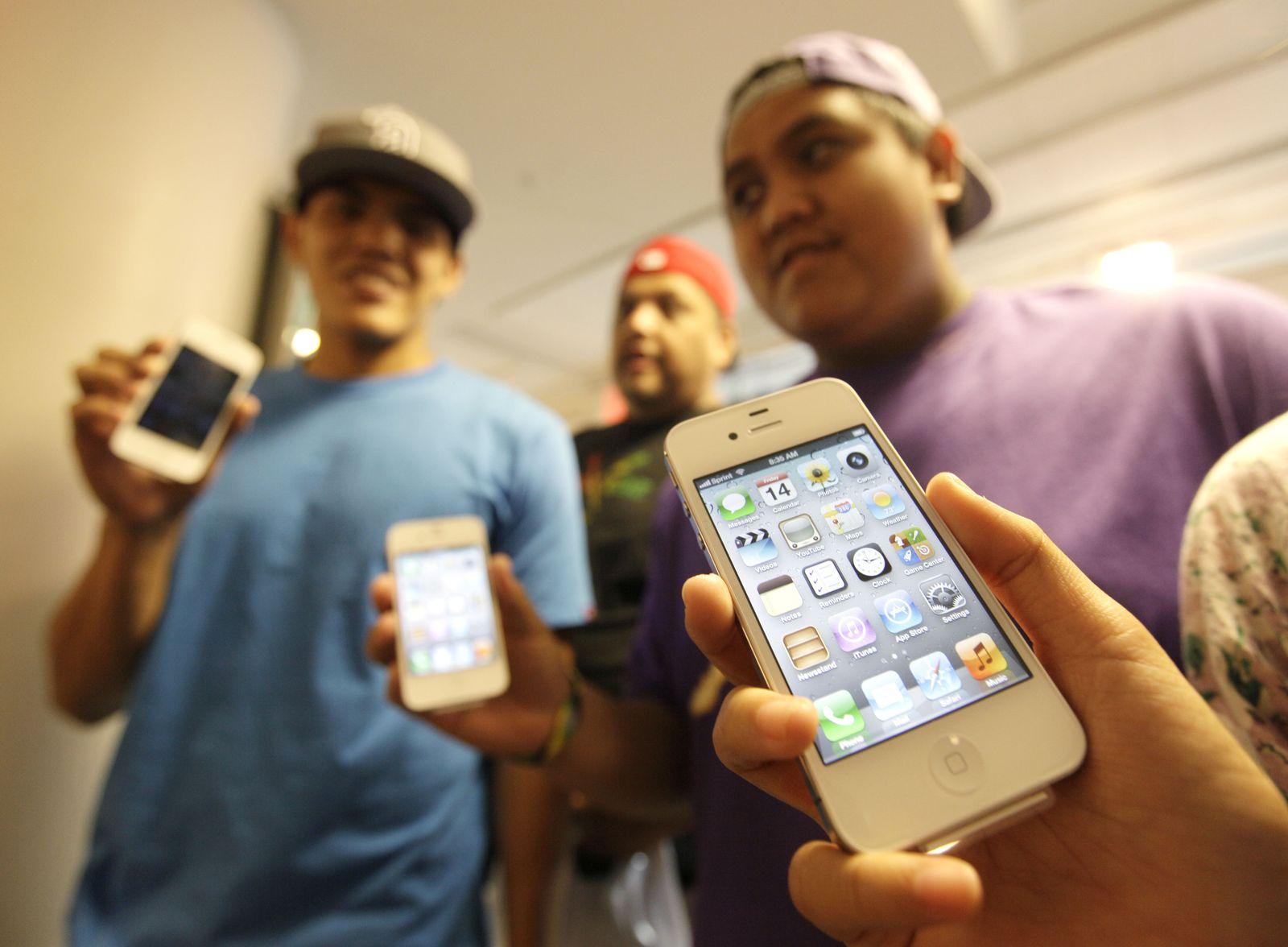 Apple / iPhone 4S