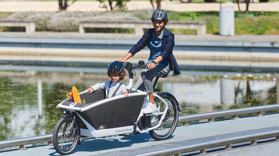 Elektrisch und familientauglich: Auch Fahrräder wie die Pon-Marke Urban Arrow mit Verkaufspreisen um 5000 Euro finden reißenden Absatz