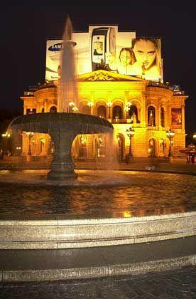 Lichtspiele: Die Alte Oper erstrahlte festlich