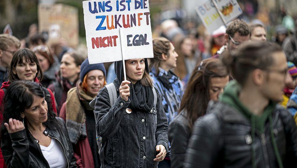 Der Demonstrationszug von Fridays for Future zieht durch die Berliner Innenstadt