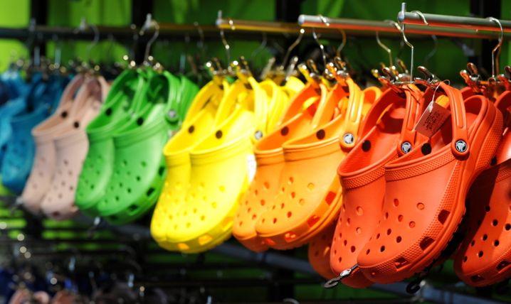 """Plastikpantoffeln von """"Crocs"""": Kein schützenswertes Design, urteilten Richter unlängst"""