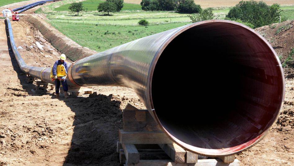 Preisschub: Gas-Pipelines wie diese bestehen aus Stahl, was derzeit die Baukosten verteuert