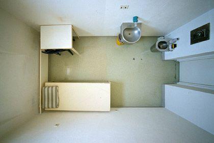 Bauhaus-Bau: Zelle der JVA Freiburg