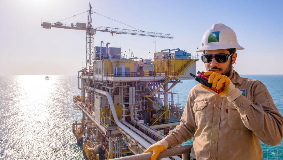Kommando Stopp: Ölarbeiter des Staatskonzerns Saudi Aramco auf der Plattform Tanajib im Persischen Golf