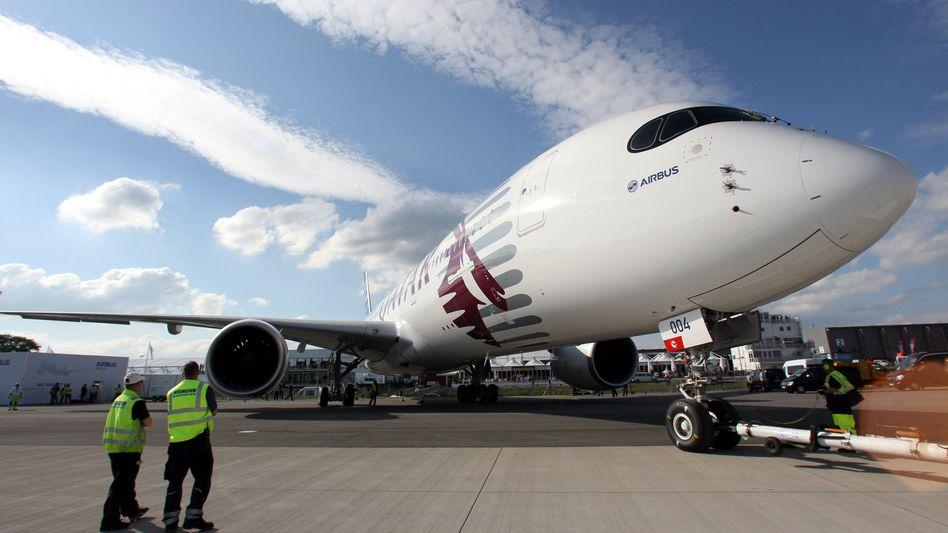 A350: Zivilflugzeuge des Airbus-Konzerns sind gefragt, die Rüstungssparte dagegen muss kräftig Personal abbauen