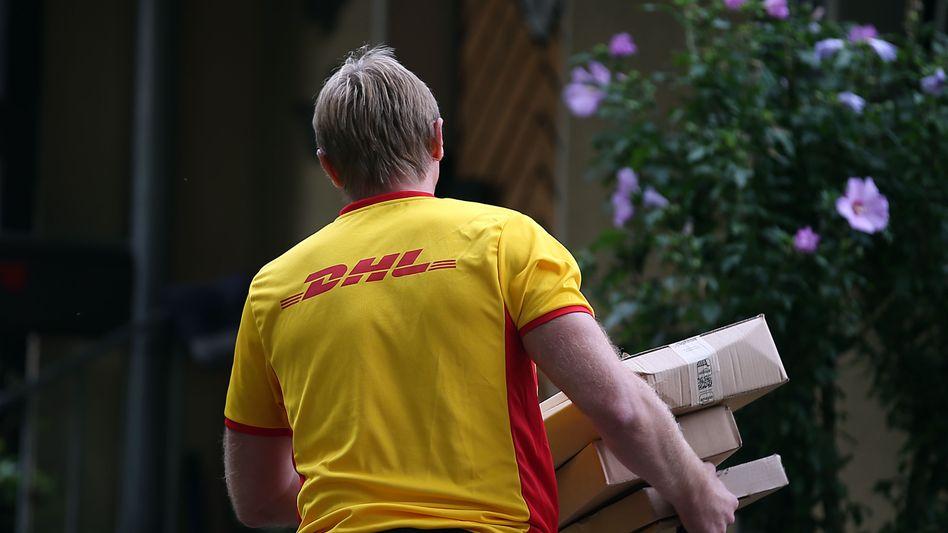 Paketzusteller (Symbolbild): Angestellte bei Subunternehmern sind oft unterbezahlt