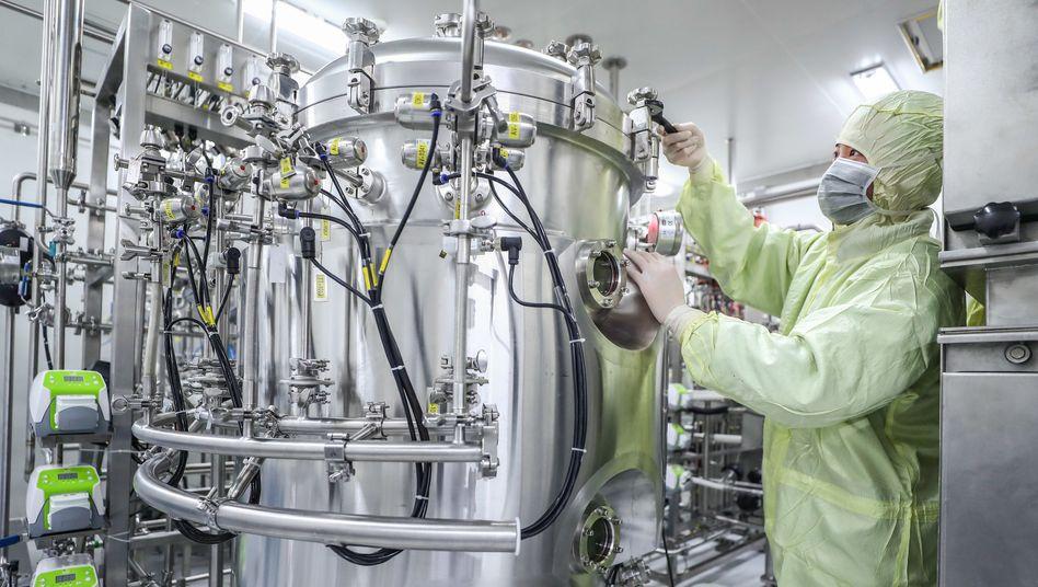 Impfstoffproduktion in China: Bei der Beschaffung der Impfmittel rennt die EU dem Rest der Welt hinterher