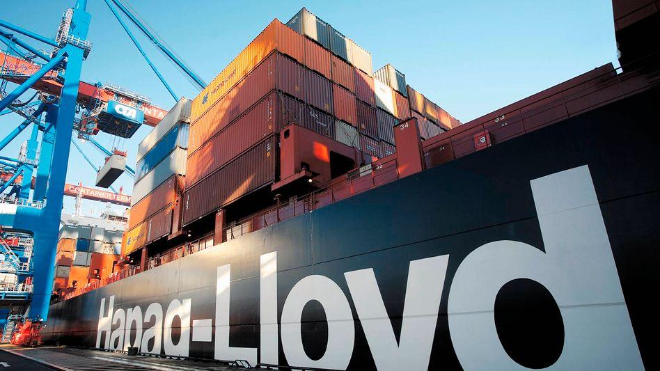 Nur die Größe zählt: Die Schifffahrt durchlebt seit Jahren eine schwere Krise, auf den Weltmeeren herrscht wegen des Überangebots an Schiffen ein harter Preiskampf. Die Reedereien setzen nun auf neue Riesenschiffe - um die Kosten zu senken