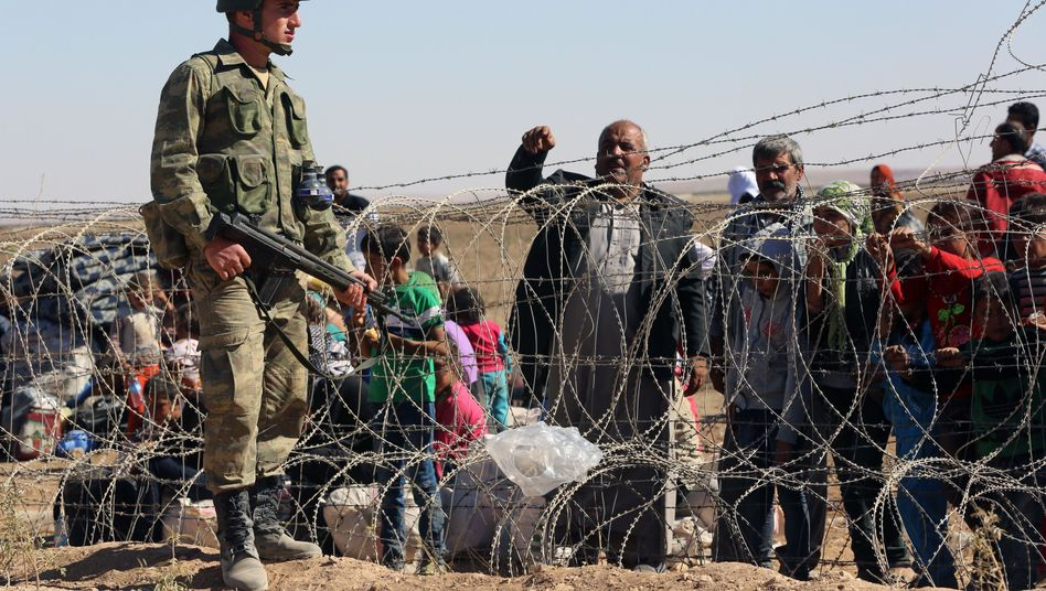 Türkischer Soldat, Flüchtlinge aus Syrien: Das türkische Militär soll eine Pufferzone jenseits der syrischen Grenze sichern