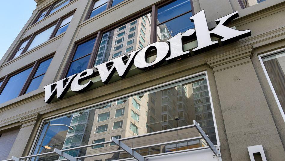 WeWork-Logo in San Francisco: Viele Mitarbeiter des Start-ups werden offenbar ihre Jobs verlieren.