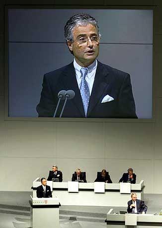 Telekom-Hauptversammlung im Mai 2001 in Köln: Wütende Kleinaktionäre protestierten, pfeifen Ron Sommer aus