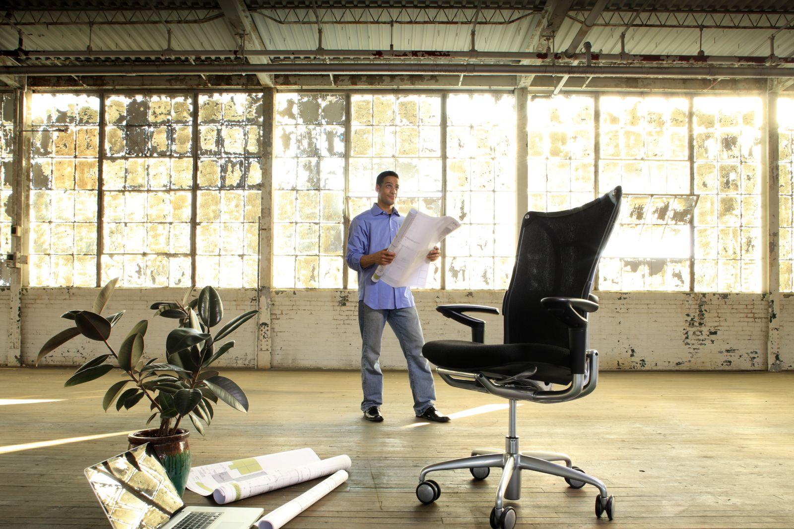 NICHT MEHR VERWENDEN! - Start-Up / Geschäftsmann / neues Büro / Unternehmensgründung