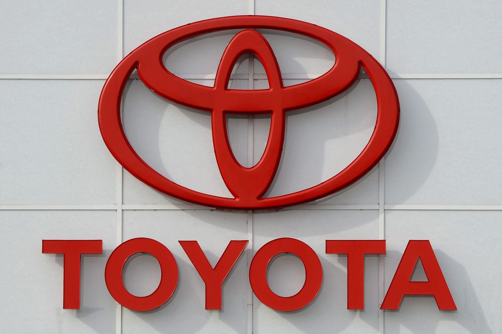 Toyota recalling 1.9 million hybrid Prius cars
