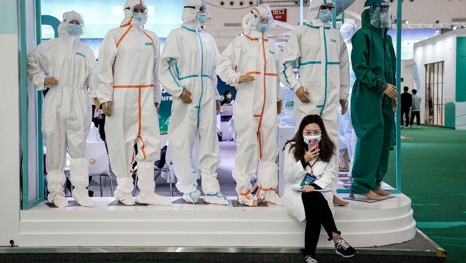 iPhone-Nutzerin in China: Apple-Kunden sollen künftig mehr Möglichkeiten haben, ihre Daten zu schützen
