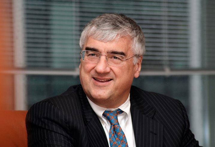 Michael Hintze gründete 1999 CQS und machte den Hedgefonds zu einem der größten in Europa mit 14 Milliarden Dollar Kundengeld. 18 Prozent Rendite pro Jahr erzielte der ehemalige Goldman- Sachs-Trader seit 2012 mit seinen Makrowetten am Finanzmarkt