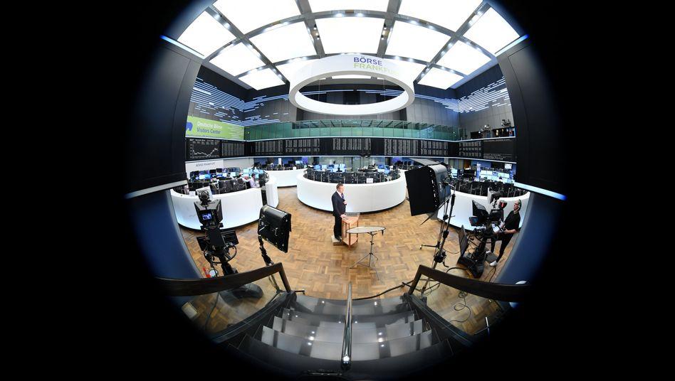 Handelssaal in Frankfurt: Der Dax gibt am Freitag deutlich nach