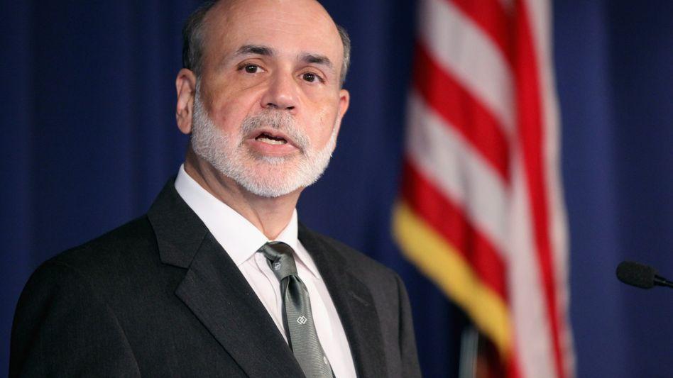 """Helfer in der Not: US-Notenbankchef Bernanke hält die Tür für ein weiteres Anleihe-Ankaufprogramm (""""Quantitative Easing 3"""") offen"""