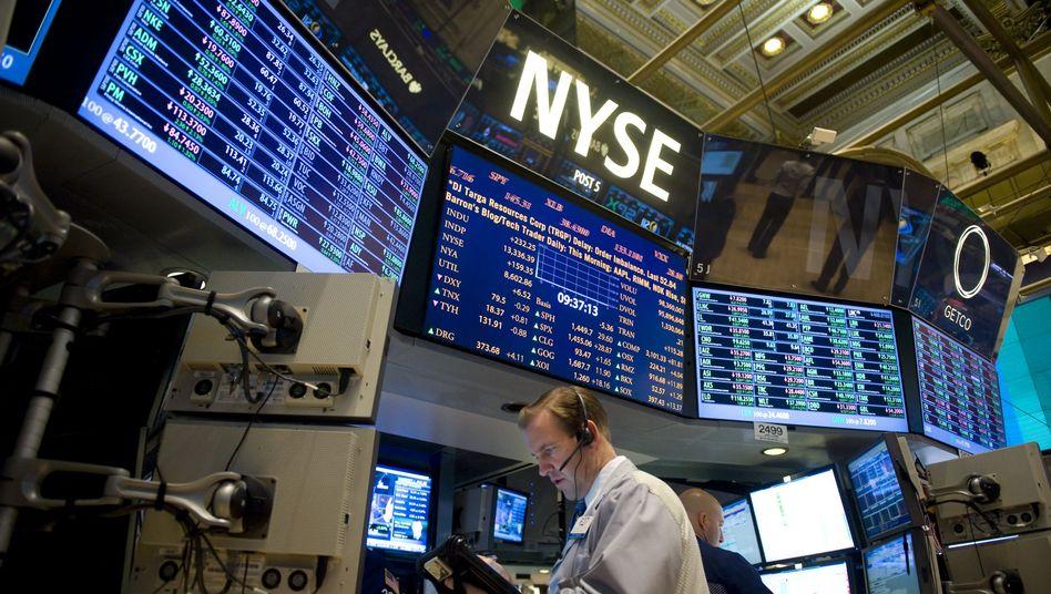 Aktienhändler in New York: Am Montag brach schlagartig der Kurs des Apple-Papiers ein