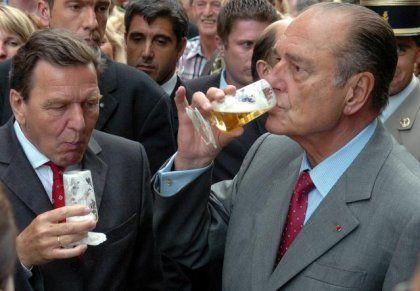 Kanzler Schröder (l.), Frankreichs Präsident Chirac in Aachen: Auf gute Zusammenarbeit