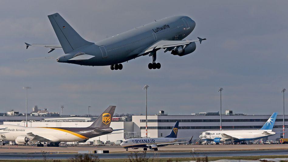 Abflug: Rückkehrer aus Risikogebieten können künftig eventuell schon mit einem Test die Quarantäne vermeiden