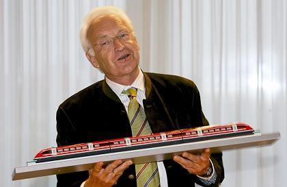 Freudentaumel: Bayerns scheidender Ministerpräsident Edmund Stoiber ist Transrapid-Fan